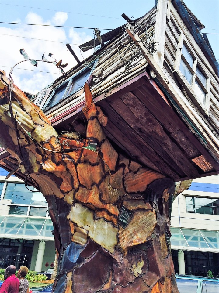 close-up-house-tree-sculpture