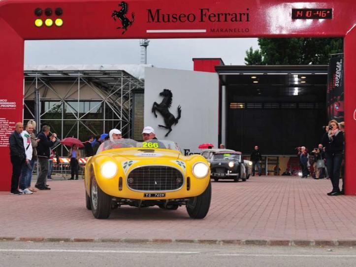 Museo_Ferrari_-_Partenza_1000Miglia_-_foto_by_Roberto_Cerruti_-_Shutterstock.com