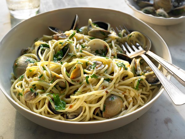 Spaghetti with Clams Nigella Lawson NYT